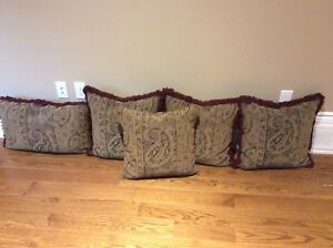 5 COUCH PILLOWS