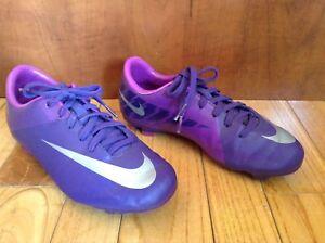 Souliers à crampons, chaussures de soccer, grandeur 2, Nike