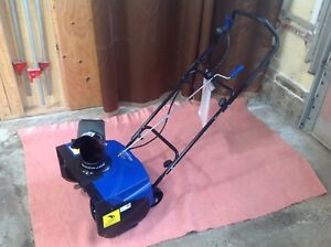 """18"""" Electric Snow Thrower  Snowblower in like new condition"""