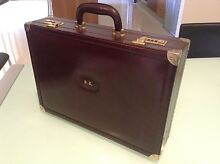 *****BURGUNDY LEATHER BRIEFCASE******** Greenslopes Brisbane South West Preview