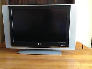 """LG 25"""" TV - great for kids room or large computer monitor! Marrickville Marrickville Area Preview"""