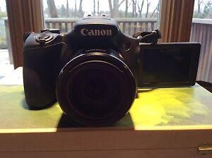 Canon power shot camera flip screen w/ extra battery