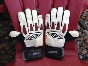Umbro Hesion Size 9 Soccer Keeper Gloves