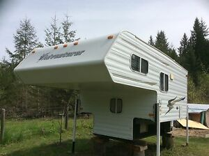"""2006 adventurer 8' 10"""" camper.       $11,000"""