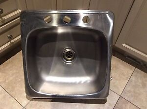 STAINLESS STEEL SINK DIM 20x20x7 inches
