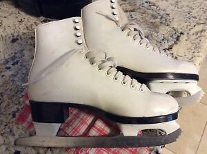 Ladies skates - Size 6