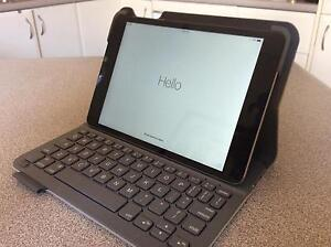 IPad Mini, 1st gen. 16GB Wifi + cellular and keyboard folio. VGC Bar Beach Newcastle Area Preview