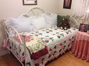 Complete Day. Bed Set