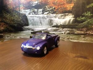 Auto Miniature de Collection Diecast 1/18 Chevrolet SSR 2004