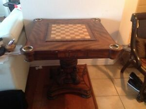 Table d'appoint. Backgammon. Chess. Antique