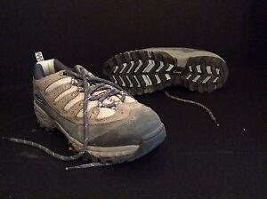 SOREL - steel toe shoes (NEW)