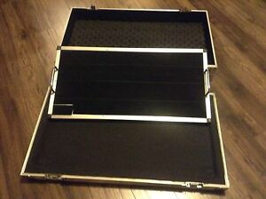 Guitar Pedalboard Flight Case - mint condition