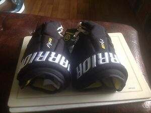 "Warrior AX2 junior 12"" black hockey gloves"