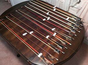 Lot d'archets pour violons de valeurs et de conditions variées