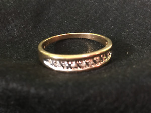 10 kt yellow gold ring with small diamonds size 10