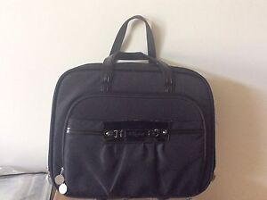 Ladies' travel bag with laptop pocket
