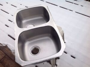 "Double basin  under mount kitchen sink 18 1/4 ""x 31 1/2"" x7""(D)"