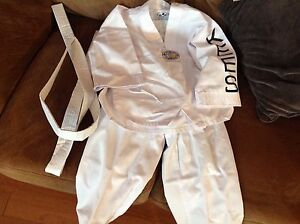 Kees tae kwon do uniform toddler 3/4 in EEUC size 0000 110cm