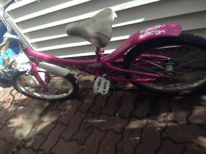 Girls bike (good for age 6+yrs approx)