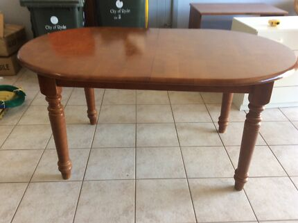 Dinning room extendable sold timber table with 6 chairs
