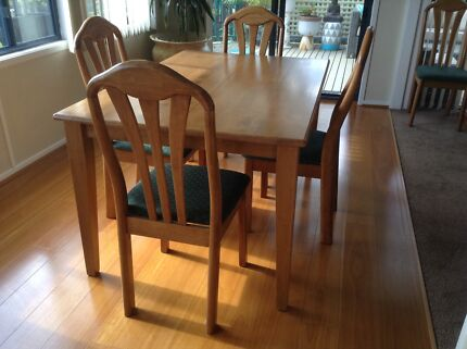 Extension Dining Table 35000 Negotiable Port Macquarie
