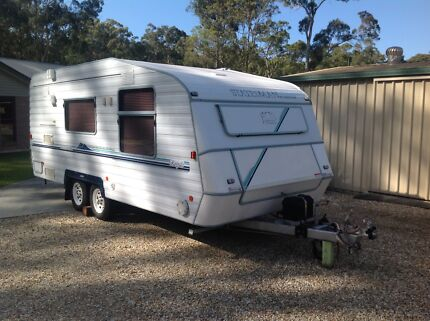 Windsor Statesman Royale 1999. 17 ft Nerang Gold Coast West Preview