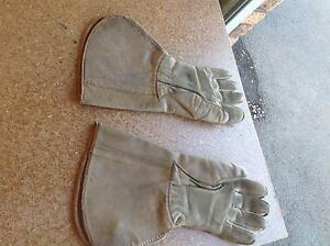 LEATHER GAUNTLETS ( VINTAGE ) Hobart CBD Hobart City Preview