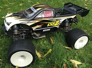 Losi LST2 - Super clean and like new