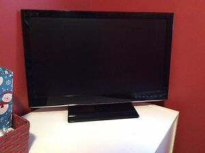 "28"" Flat screen TV"
