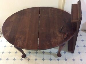 Antique dinning table - Solid wood extendable