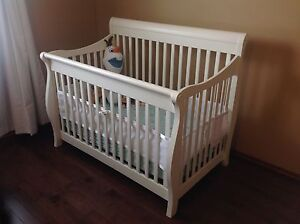 Solid wood crib from e-children