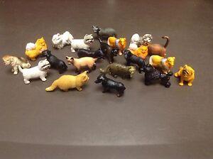 Figurines jouets chiens et chats