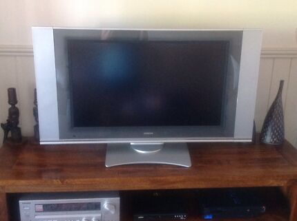 """TV for the Man-cave...HITACHI 32"""" LCD with remote"""
