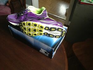 Size 9 Saucony Brand Runners Clean