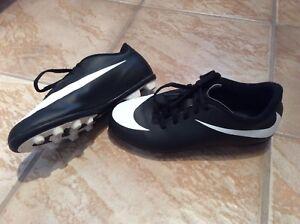Souliers de soccer Nike grandeur 3Y US.