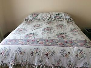 King Bed Quilt Cover Medowie Port Stephens Area Preview
