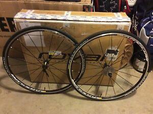 Mavic Aksium Elite 700C Clincher wheel set.