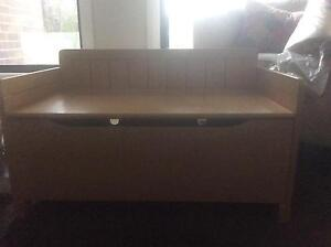 Kids seat/toy box Medowie Port Stephens Area Preview