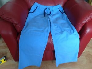 Pantalons d'uniforme SMALL  8.00$