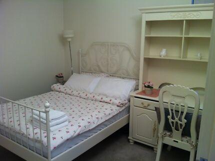 Large bedroom for rent near Melbourne Uni - Carlton
