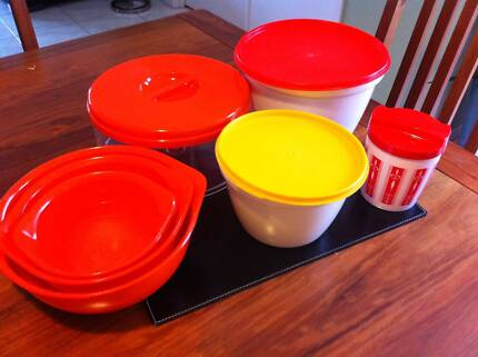 $10 bundle of retro vintage containers and bowls