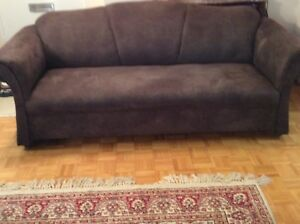 Set of 2brown sofa,great conditions free of pets