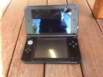 Nintendo3DS, 3DS games x11, x1 xbox 360 game, skylanders figures