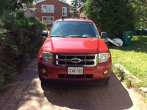 Selling  2010 ford Escape 173km Xtl