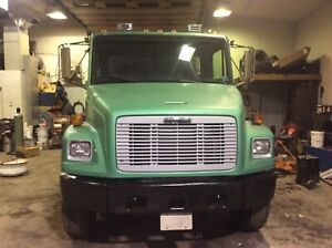 95 FL 80 frightliner very clean truck no rust