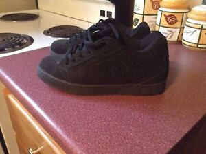 DC Shoes Size 7/5 Like new
