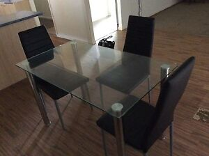 Dining table Cleveland Redland Area Preview