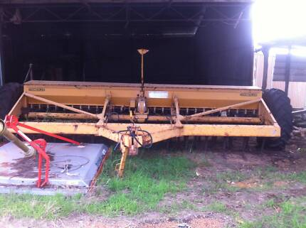 Combine seeder, Chamberlain Busselton Busselton Area Preview