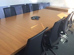 Table de conférence, conference table with credenza