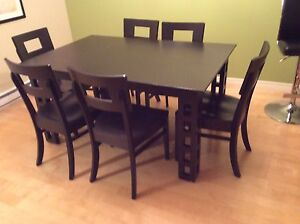 Simply Amish dining room table and chairs
